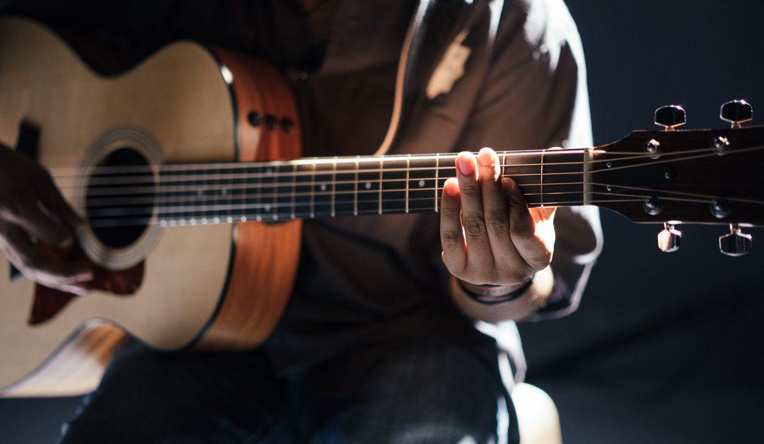 mediashout-guitar-holz